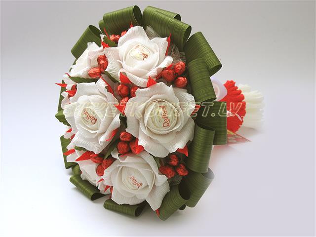 Розы из рафаэлло пошаговое фото 9